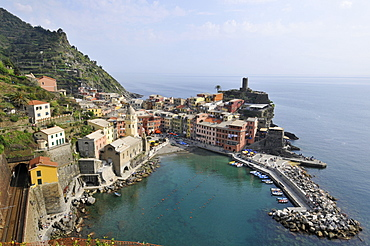 Main harbour and coastal town of Vernazza, Cinque Terre, UNESCO World Heritage Site, Liguria, Italy, Europe
