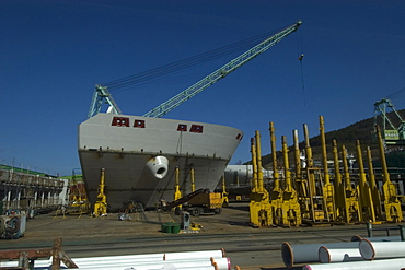 Heavy cranes, machinery and ships under construction at Samsung shipyard, Geoje-Do, South Korea, Asia