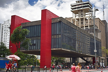 The Sao Paulo Museum of Art on Paulista Avenue, designed by Lina Bo Bardi, Sao Paulo, Brazil, South America