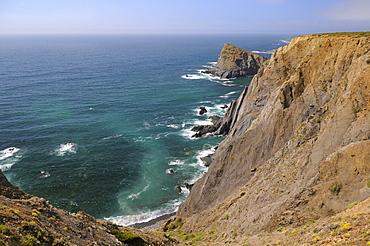 High cliffs and sea stack, Parque Natural do Sudoeste Alentejano e Costa Vicentina, Arrifana, near Aljezur, Algarve, Portugal, Europe