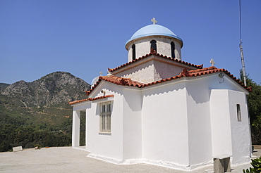 Chapel near Marathokambos with Mount Kerkis in the background, Samos, Eastern Sporades, Greek Islands, Greece, Europe