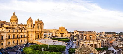 St. Nicholas Cathedral (Noto Cathedral), Church of San Salvatore and Town Hall, Piazza del Municipio, Noto, Val di Noto, UNESCO World Heritage Site, Sicily, Italy, Europe