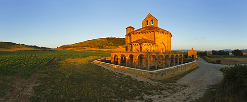 Church Santa Maria de Eunate in the light of the evening sun, Province of Navarra, Northern Spain, Spain, Europe