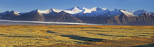 Breidamerkurjokull, outlet glacier of the larger glacier of Vatnajokull, Prestfell, Midfellstindur, Sudursveit, East Iceland, Iceland