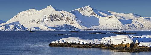 Henningsvaerstraumen, Vestvagoya, Lofoten, Nordland, Norway