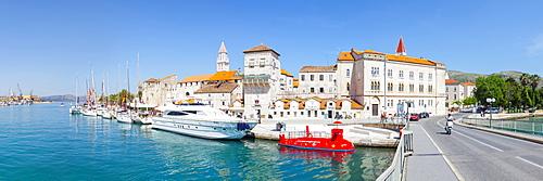 Trogir's historic Stari Grad (Old Town) defensive walls and harbour, UNESCO World Heritage Site, Trogir, Dalmatia, Croatia, Europe - 1158-445