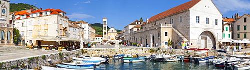 Hvar's picturesque harbour, Stari Grad (Old Town), Hvar, Dalmatia, Croatia, Europe - 1158-477