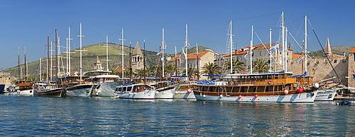 Sea Front Harbour in the Old Town (Stari Grad) of Trogir, UNESCO World Heritage Site, Dalmatia, Croatia, Europe
