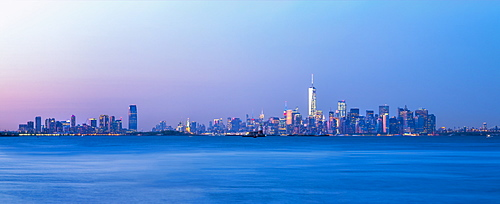 Manhattan and New Jersey skyline from Staten Island, New York, United States of America, North America