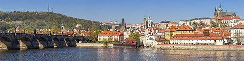 Panoramic view over Vltava River, Charles Bridge, the Mala Strana District and Prague Castle, UNESCO World Heritage Site, Prague, Bohemia, Czech Republic, Europe