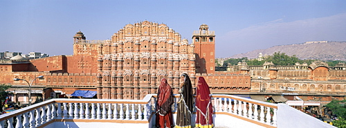 Women in saris in front of the facade of Hawa Mahal (Palace of the Winds), Jaipur, Rajasthan state, India, Asia
