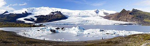 Panoramic view of tongue of the Vatnajokull Glacier creeping between mountains towards Fjallsarlon Lagoon, South Iceland, Polar Regions