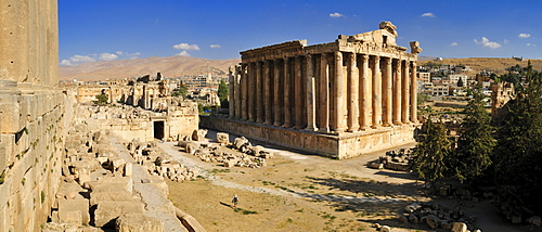 Bacchus temple and antique ruins at the archeological site of Baalbek, Unesco World Heritage Site, Bekaa Valley, Lebanon, Middle East, West Asia