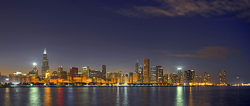Night shot, Willis Tower, formerly named Sears Tower, 311 South Wacker, John Hancock Center, Aon Center, 77 West Wacker Drive, Two Prudential Plaza, Smurfit-Stone Building, Trump International Tower, skyscrapers, skyline, Lake Michigan, Chicago, Illinois,