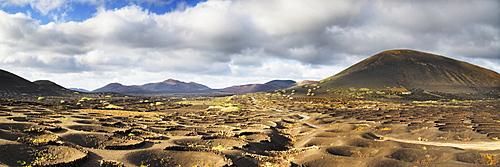 View on the Montanas del Fuego mountains, wine growing area of La Geria, Lanzarote, Canary Insen, Spain, Europe