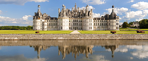 North facade with moat, Chateau de Chambord castle, Chambord, Departement Loir-et-Cher, Region Central, France, Europe