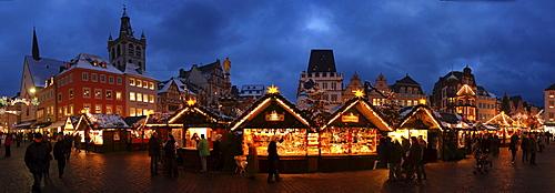 Trier Christmas Market on Hauptmarkt square, Trier, Rhineland-Palatinate, Germany, Europe
