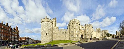 Panorama of Windsor Castle with Salisbury Tower and Henry VIII Gateway, Windsor, Berkshire, England, United Kingdom, Europe