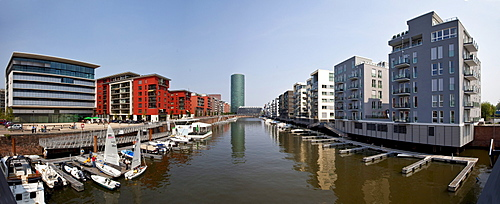 Panorama, modern luxury apartments in Westhafen with direct boat dock and a view towards Westhafen Tower, Westhafenplatz, Frankfurt am Main, Hesse, Germany