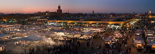 Djemaa el Fna, the famous medieval market, Djemaa el Fna, Medina, Marrakech, Morocco, Africa