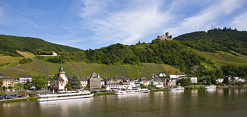 View of Bernkastel-Kues, in the back the castle ruin Landshut, Mosel river, Rhineland-Palatinate, Germany, Europe