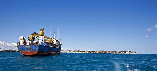 A cargo ship on its way to the port of Stonetown, Stonetown Zansibar, Zanzibar, Tanzania, Africa