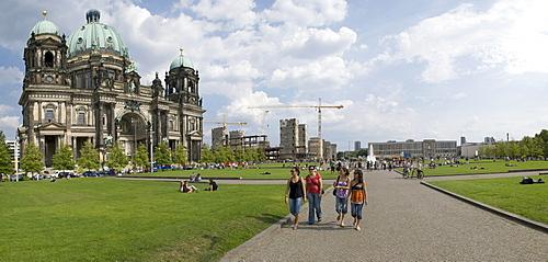 Berliner Dom or Berlin Cathedral, Lustgarted park, Schlossplatz, demolition of the Palast der Republik, Springbrunnen fountain, European School of Management and Technology ESMT, Panorama, Berlin, Germany, Europe