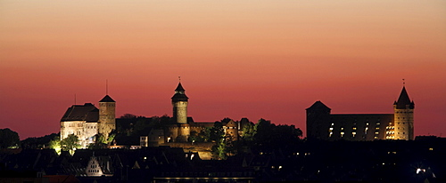 Nuremberg Castle, Kaiserburg panorama, gables of the Fembohaus, former imperial stables, now a youth hostel, illuminated in red evening light, historic city centre, Nuremberg, Middle Franconia, Bavaria, Germany, Europe