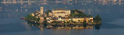 Isola San Giulio on Lago di Orta in the Province of Piemont in northern Italy, Europe