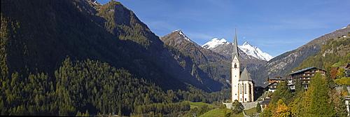 Heiligenblut, parish church and Mt Grossglockner, Carinthia, Austria, Europe