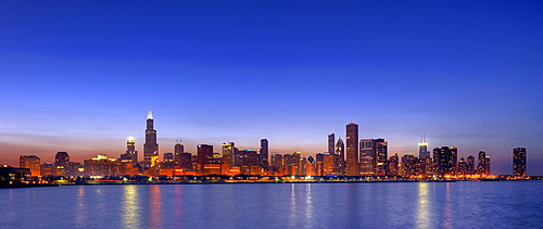 Skyline, skyscrapers, Willis Tower, formerly Sears Tower, 311 South Wacker, John Hancock Center, Aon Center, 77 West Wacker Drive, Two Prudential Plaza, Smurfit-Stone Building, Trump International Tower, dusk, Lake Michigan, Chicago, Illinois, United Stat
