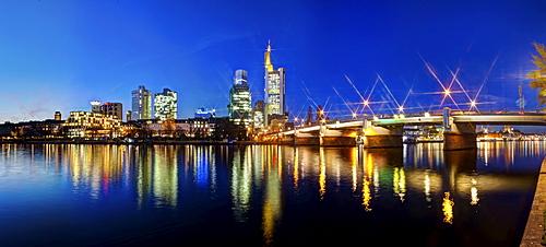 View of the skyline of Frankfurt at night, star effect, Commerzbank, Hessische Landesbank, Deutsche Bank, European Central Bank, Sparkasse, DZ Bank, Frankfurt am Main, Hesse, Germany, Europe, PublicGround