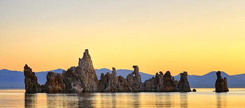Parachute Tufa, dawn, sunrise, tufa rocks, tufa formations, South Tufa Area, Mono Lake, saline lake, Mono Basin and Range Region, Sierra Nevada, California, United States of America, USA