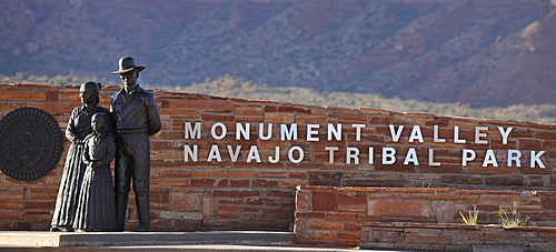Sculptures at the entrance sign to Monument Valley, Navajo Tribal Park, Navajo Nation Reservation, Arizona, Utah, United States of America, USA