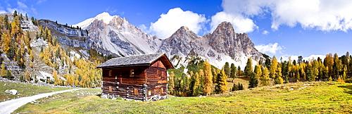 Hut in Fanes?Senes Nature Park in Alta Pusteria above Pederue, Dolomites, in front of Eisgabelspitz and Pareispitze mountains, Alto Adige, Italy, Europe