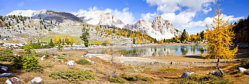 Schottersee lake in autumn, in front of Pareispitze Mountain, Fanes?Senes Nature Park in Alta Pusteria above Pederue, Dolomites, Alto Adige, Italy, Europe