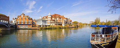 Windsor Bridge, House on the Bridge Restaurant and King Stable Street properties by the river Thames in Eton viewed from Windsor, Berkshire, England, United Kingdom, Europe