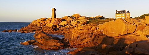 Pointe de Squewel and Mean Ruz Lighthouse, Men Ruz, littoral house, Ploumanach, Cote de Granit Rose, Cotes d'Armor, Brittany, France, Europe
