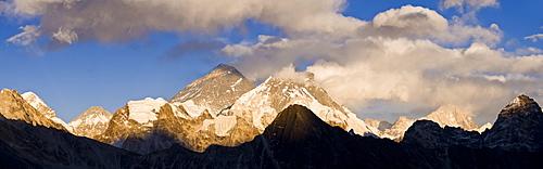 View from Gokyo Ri, 5300 metres, Mount Everest, 8850 metres and Mount Lhotse, (850 metres, Dudh Kosi Valley, Solu Khumbu (Everest) Region, Nepal, Himalayas, Asia