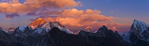 View from Gokyo Ri (5300 metres), Mt Everest (8850 metres) / Mt Lhotse (8501 metres), Dudh Kosi Valley, Solu Khumbu (Everest) Region, Nepal, Himalayas, Asia