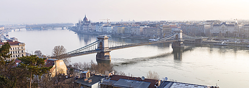 The Chain Bridge over the River Danube, UNESCO World Heritage Site, Budapest, Hungary, Europe
