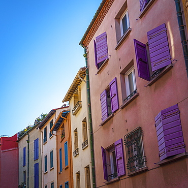 Colourful shutters and facades, Collioure, Pyrenees-Orientales, Languedoc-Roussillon, France, Europe
