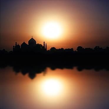 The Taj Mahal reflecting in the river at sunset, Agra, Uttar Pradesh, India, Asia