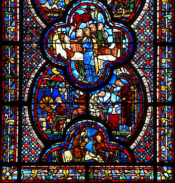Inside Notre Dame Cathedral in Chartres, Chartres Cathedral, Stained glass window, The Way of Saint James, Chemins de Saint-Jacques, Via Turonensis, Chartres, Dept. Eure-et-Loir, Région Centre, France, Europe