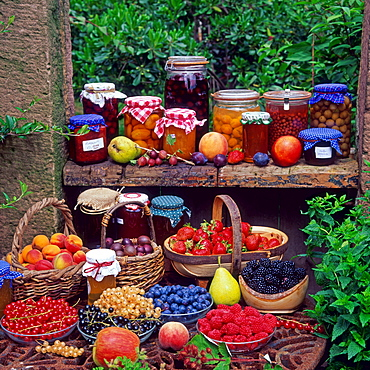 Jam and compote of various fruits and berries, red currant, black currant, white currant, blueberries, raspberries, blackberries, strawberries, gooseberries, apricots / preserving jars