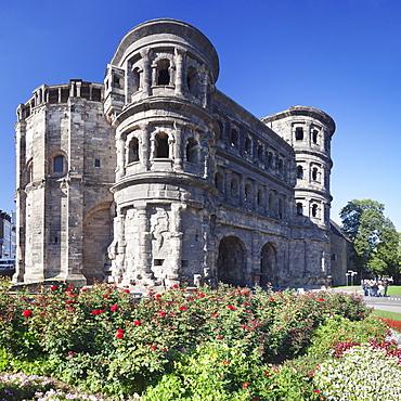 Roman city gate, Porta Nigra, UNESCO World Heritage Site, Trier, Mosel Valley, Rhineland-Palatinate, Germany, Europe