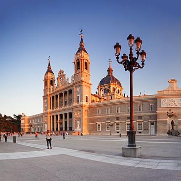 Almudena Cathedral (Santa Maria la Real de La Almudena), Plaza de la Armeria, Madrid, Spain, Europe