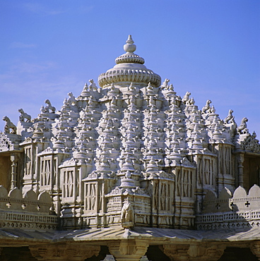 Close up of the main dome of the Jain Temple, 1437 AD, Ranakpur, Rajasthan State, India, Asia