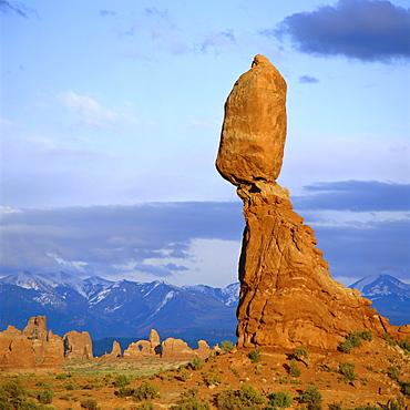 Balanced Rock, Arches National Park, Utah, USA