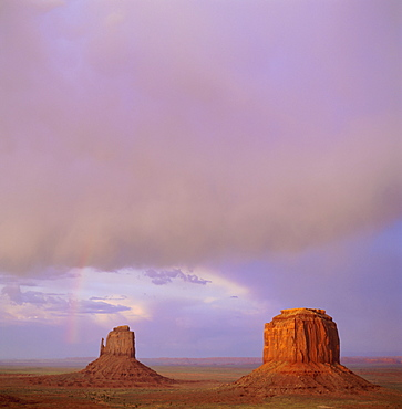 East Mitten and Merrick Buttes, Monument Valley, Arizona, USA, North America